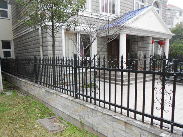 别墅锌钢护栏规格特点