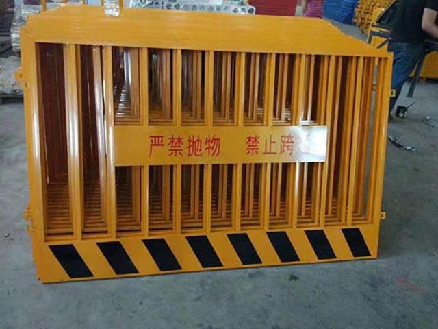 工地安全护栏装多少米