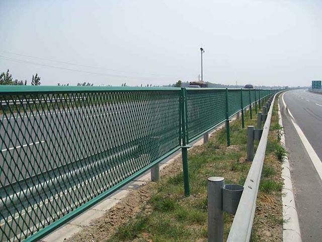 桥梁防抛网如何挑选护栏网产品