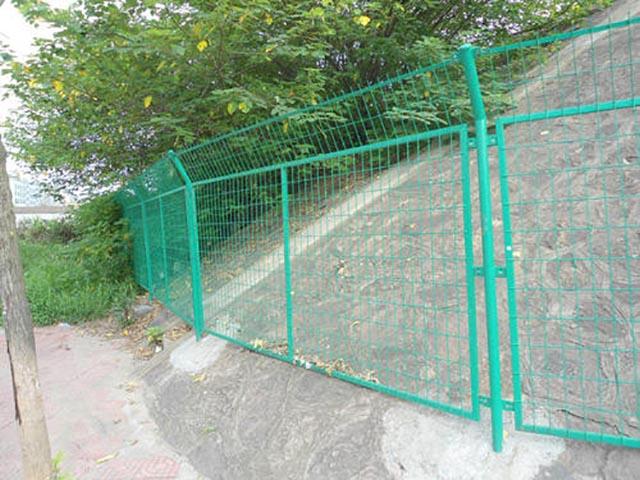 圈山护栏网怎样选择?