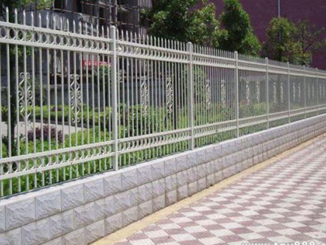 道路围墙栅栏安装过程详解