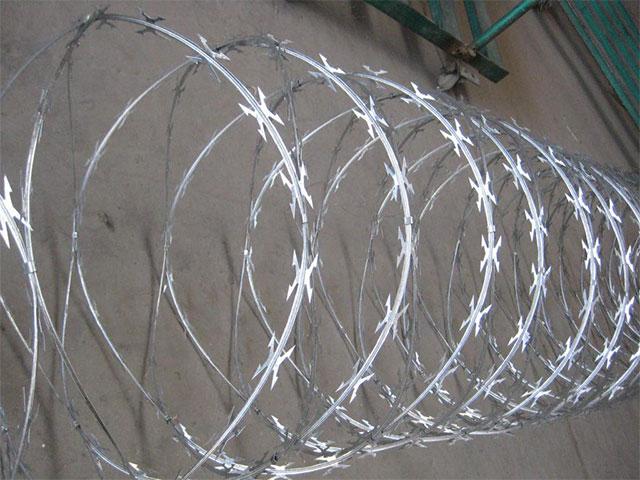 刀片刺绳护栏网安装程序介绍
