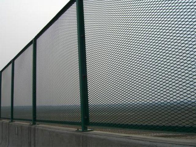 钢板网护栏网产品的特点