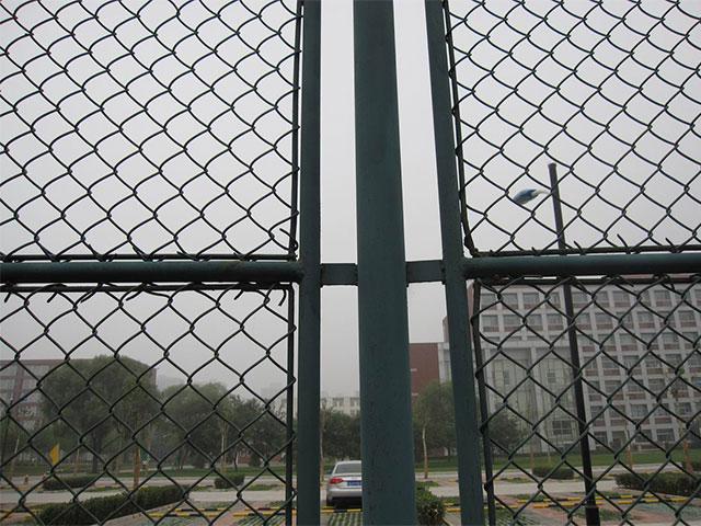 勾花护栏网插管式产品结构特性