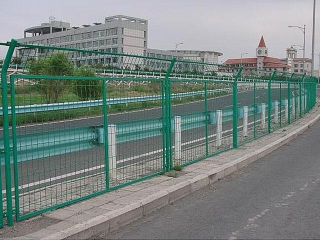 高速公路护栏网安装施工方案