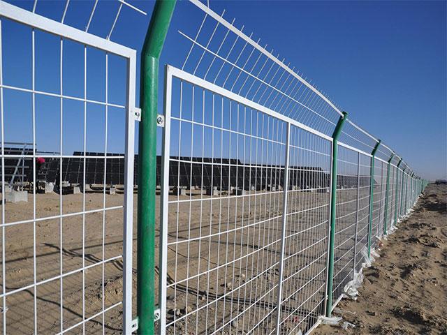 公路护栏网表面浸塑和喷塑的区别