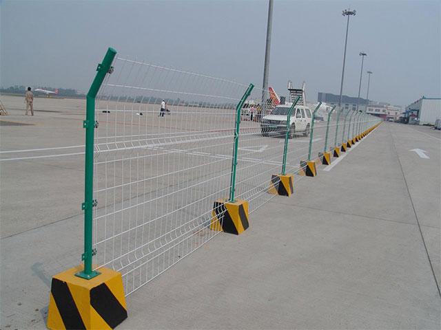 公路护栏网什么样的比较好?