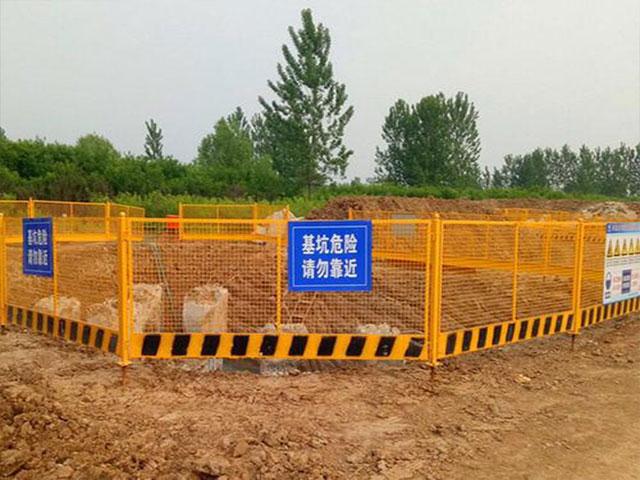 基坑护栏怎么加强护栏网使用寿命