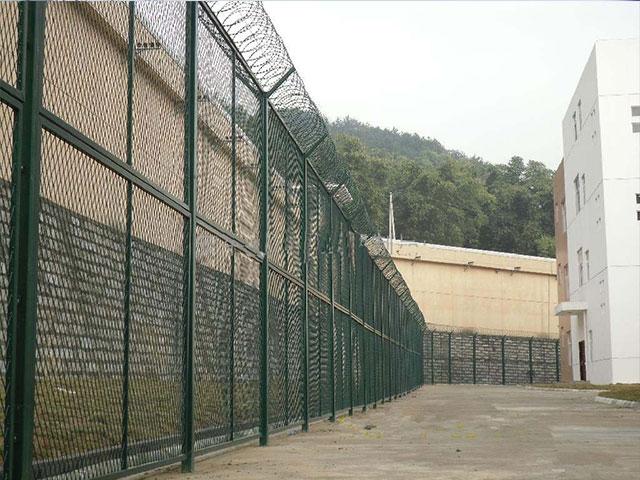 监狱护栏网在选购的时候要注意什么