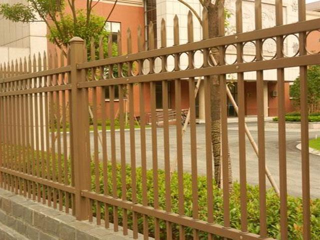 道路围墙栅栏防腐方法
