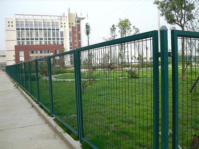 菱形护栏网三大种类