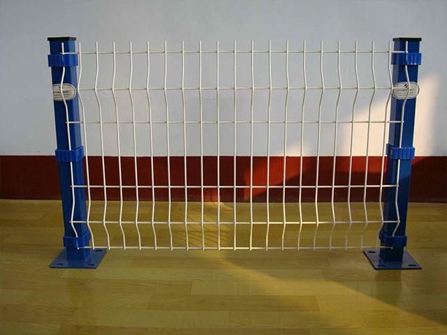 金属护栏网材质如何选择