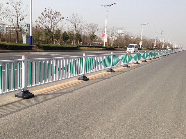 市政护栏网一天能安装多少米