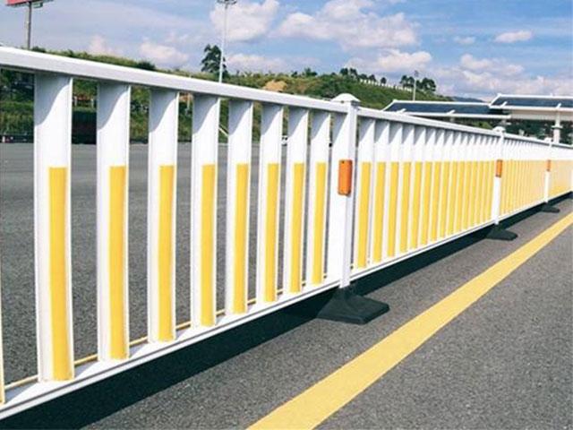 市政道路护栏安全吗