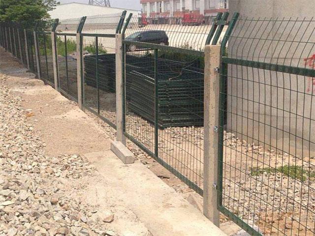 铁路防护栅栏多少钱每米