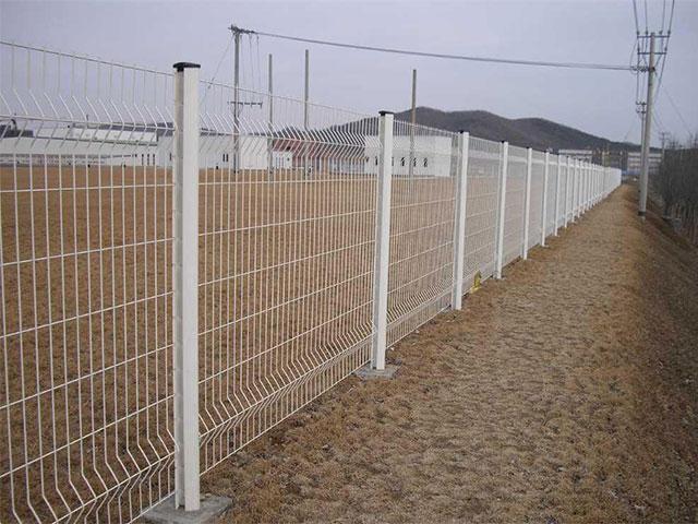 厂区护栏网需要哪些配件