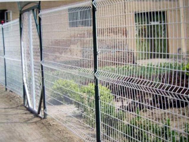 铁丝围墙网安装示意图