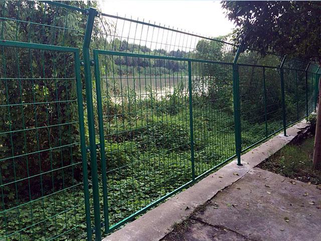 铁网围栏http://www.18931825571.com/upfile/twwl-03.jpg