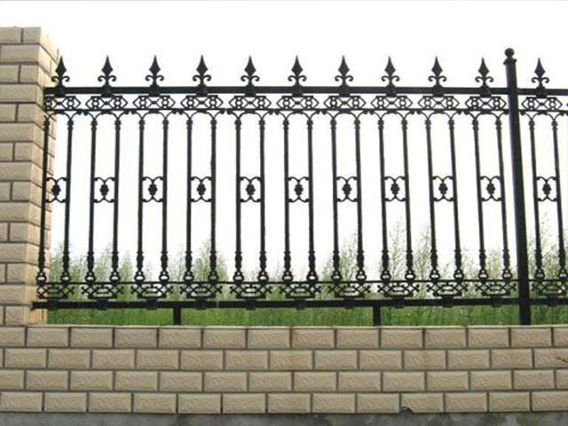 铁艺围墙栅栏哪种好