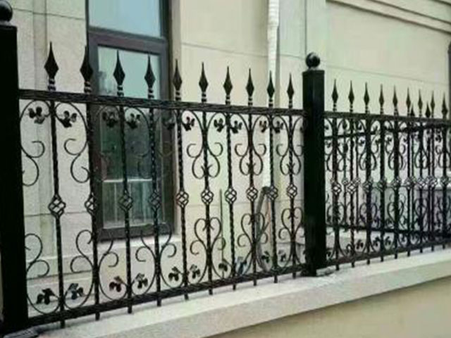 铁艺栅栏规格特点