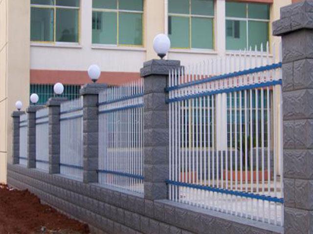 铁艺围墙栅栏可以用膨胀螺丝固定吗