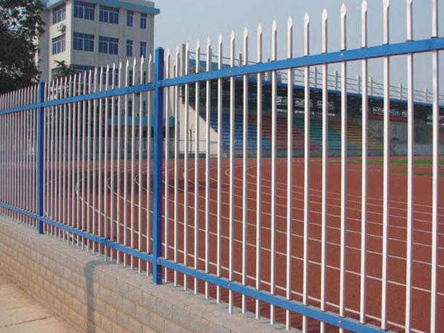 厂区锌钢护栏表面浸塑和喷塑的区别